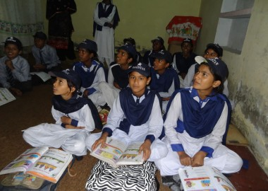 Narang Mandi children sitting on the floor