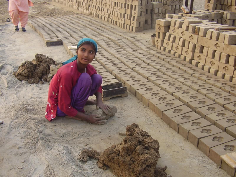 bonded labour in pakistan Pakistan's bonded laborers trapped in cycle of debt  an example of bonded  labor can be seen in the life of brick-makers who use their.
